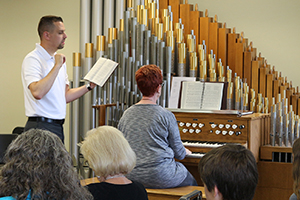 Associate Kantor Matthew Machemer instructs workshop participant on organ technique.