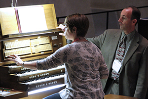 Kantor Kevin Hildebrand teaches church organist in Kramer Chapel during the 2015 Good Shepherd Institute conference.