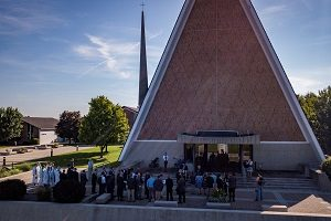 Students line up outside Kramer Chapel for Opening Service in 2018.